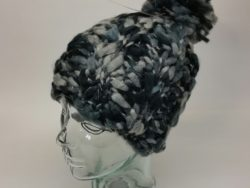 D&Y chunky knit beenie with pom pom